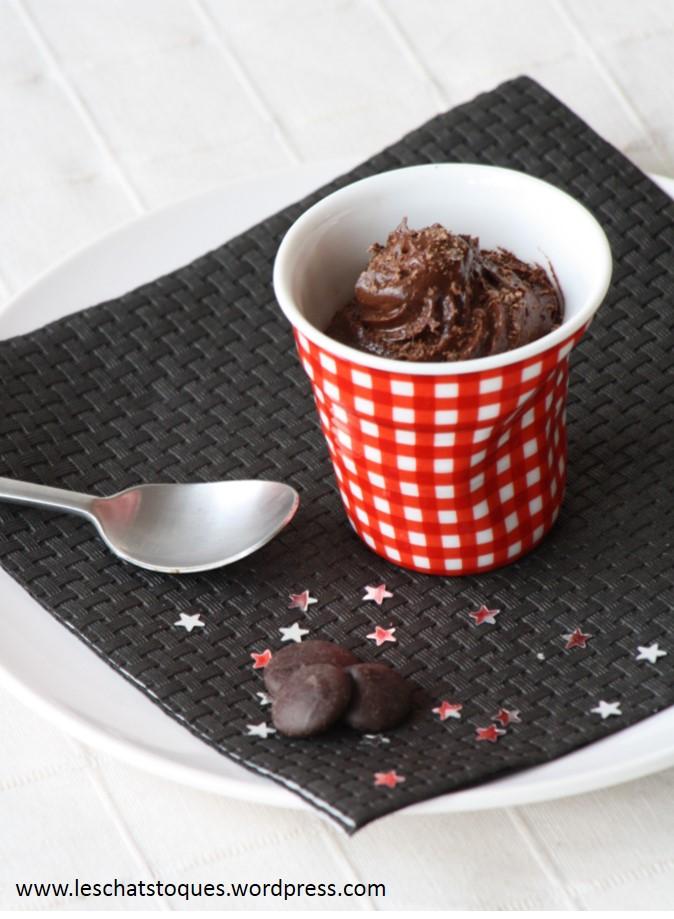 Mousse au chocolat recette de pierre herm les chats toqu s for Mousse au chocolat pierre herme